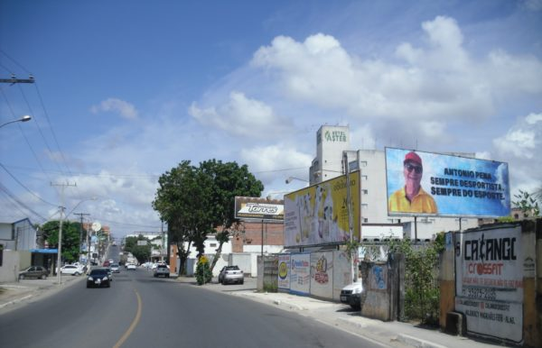 Placa 38: Av. Dantas Bião, próxima do Hotel Áster 2