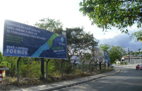 Placa 40: Av. Airton Senna, rotatória do Terminal Rodoviário Clériston Andrade 1