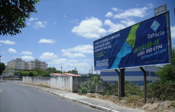 Placa 41: Av. Airton Senna, rotatória do Terminal Rodoviário Clériston Andrade 2