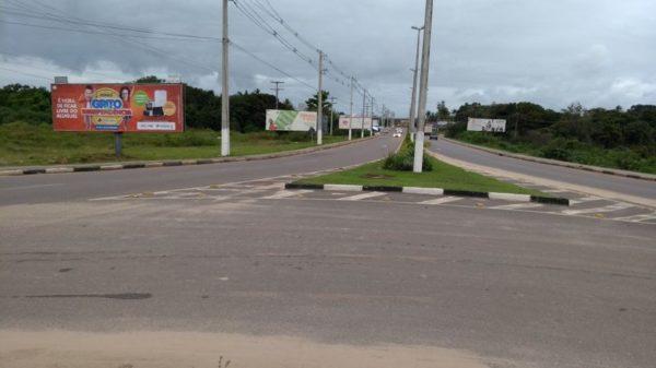 Placa 13: Av. Joseph Wagner, próxima da Marmoraria Ladrimar (saída da cidade)