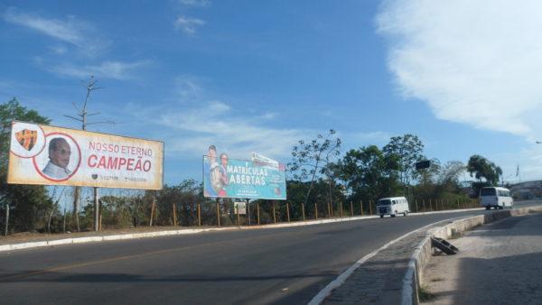 Placa 56: Rua Simões Filho, próxima da rodoviária de Catu 1